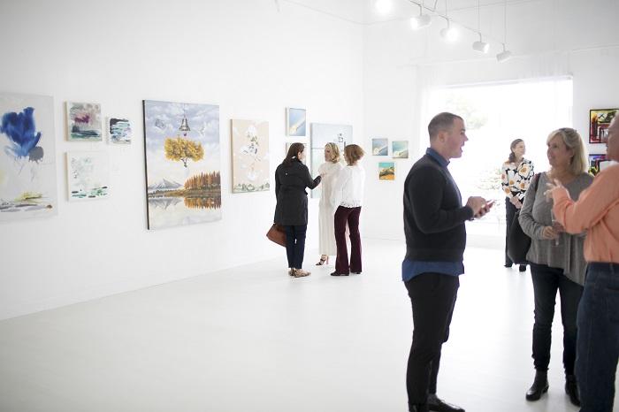 Art Buckhead popup gallery attendees in Park Studios