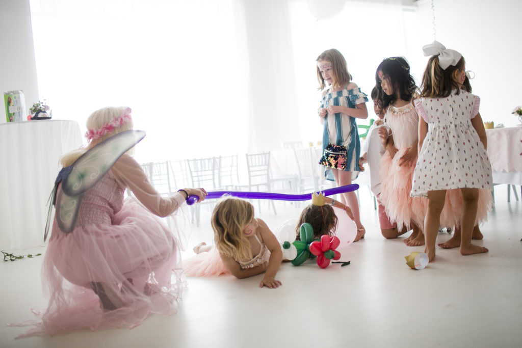 little girls playing limbo with a balloon, fairy, Park Studios
